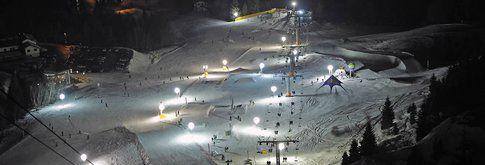 Lo snowpark del Monte Bondone durante una notturna