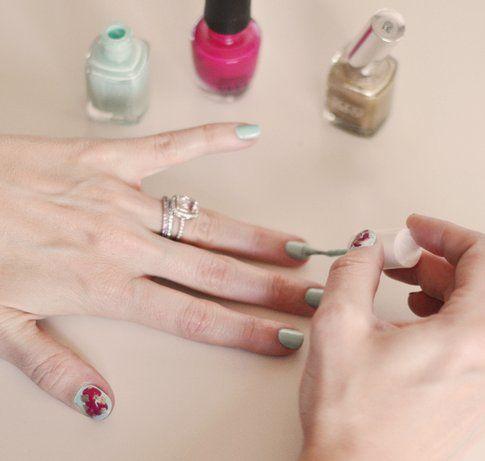 Terzo colore: completa la nail art - Foto: Love Maegan