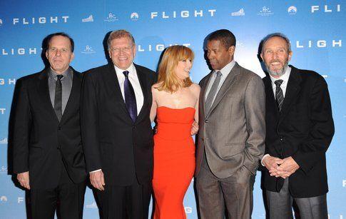 Gli attori con la produzione - foto da pressbook ufficiale