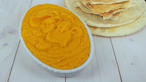 mousse di carote con pane arabo e verdure