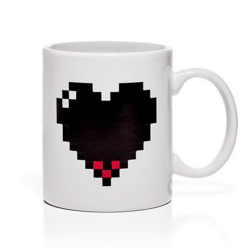 Pixel Heart Heat Changing Mug - Fonte: Thinkgeek.com