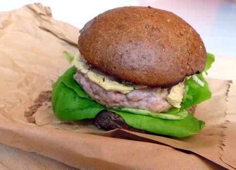 hamburger di pollo con pane di segale