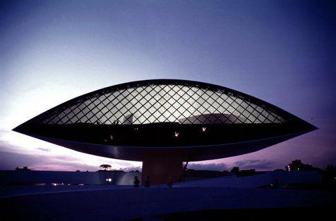 Oscar Niemeyer Museum, Curitiba. Brasile. 2002