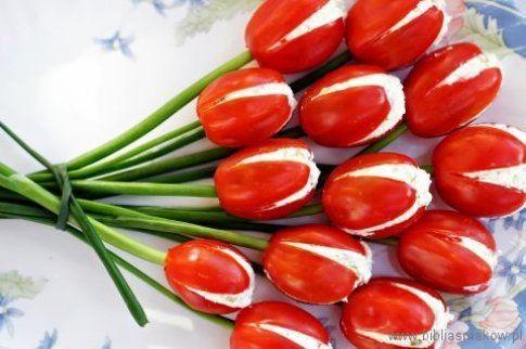 tulipani di pomodorini ripieni di formaggio (foto del blog http://bibliasmakow.pl)