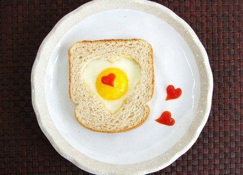 Toast con cuore di uovo di Tiffany del blog Cute food for Kids