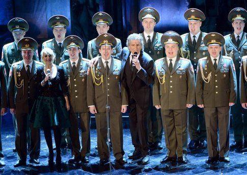 Toto Cutugno e il coro dell'armata russa - foto da ansa