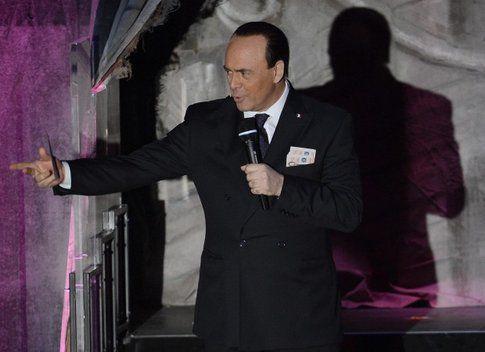 La parodia di Berlusconi - foto da ansa