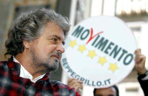 Beppe Grillo e il suo Movimento 5 stelle - foto da ipnosi