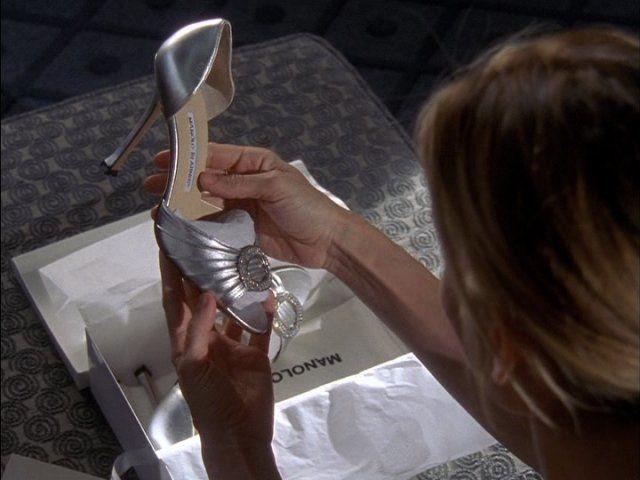 Carrie-bradshow-e-le-scarpe