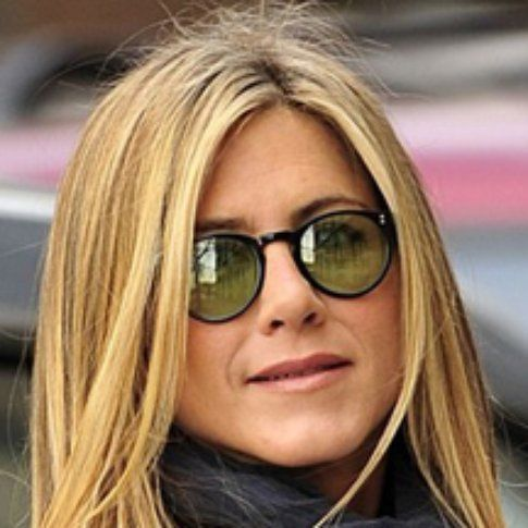 Jennifer Aniston indossa Oliver Peolpe - fonte webnote.it