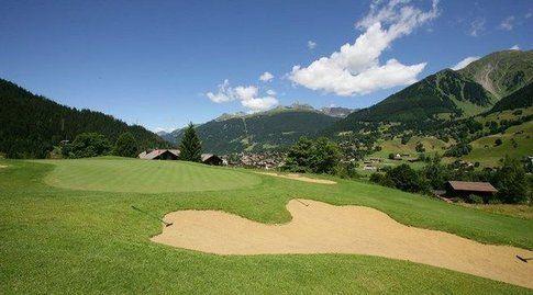 Tantissimi i campi da golf nel circondario di Davos. Foto di Davos.ch