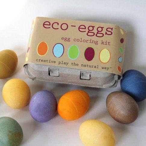 Un classico le uova decorate, ma con colori naturali (credits images ecokids)