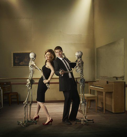 Emily Deschanel e David Boreanaz in Bones - via Fanpage.com