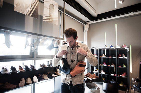 Edoardo Iannuzzi, 25 anni, creatore del marchio di scarpe Veeshoo.