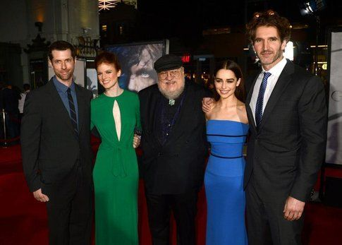 George R. R. Martin con il cast di Game of Thrones alla premiere della terza stagione