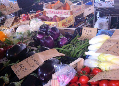 banco al mercato di verdura