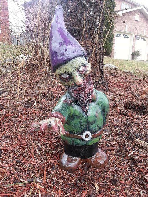 Zombie Gnome Reaching