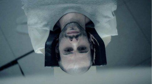 Il protagonista Emilio Ongaro (Emilio Vacca) in una scena da Soma - via Movieplayer.it