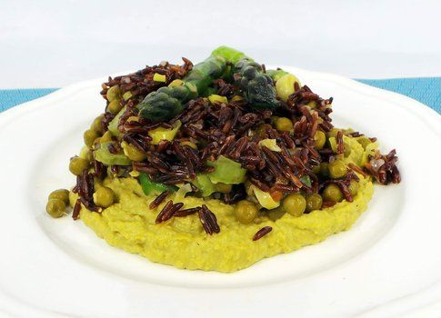 Riso rosso ermes integrale con asparagi e crema di piselli