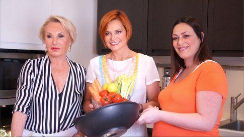 Anna, Simona e Sara Ventura in Cooking Show - foto SIMONA VENTURA official fan page