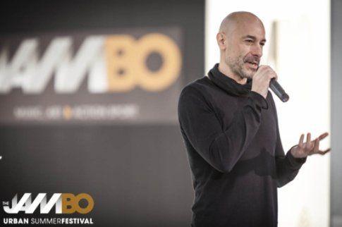 Alessio Bertallot è il Music Director di questa edizione. Foto di Jambo