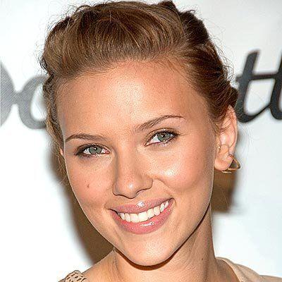 Scarlett Johansson querela il suo personaggio sosia