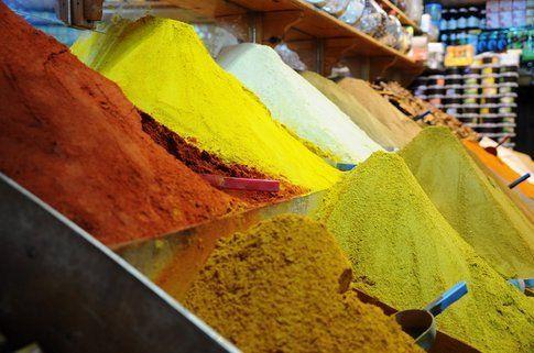 Spezie in vendita al souq