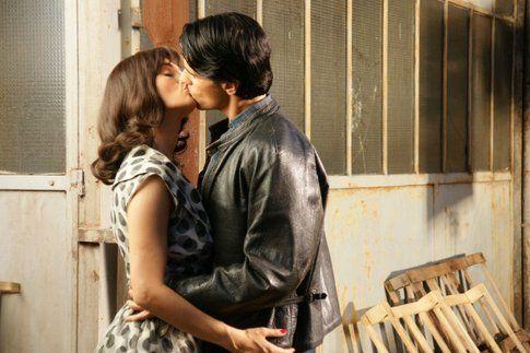 Manuela Arcuri e Massimiliano Morra si palpeggiano in Pupetta - il coraggio e la passione. Foto Movieplayer.it