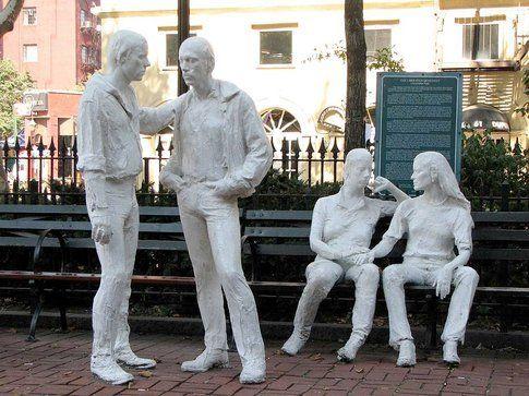 La scultura Gay Liberation di George Segal a Christopher Park, NY - foto da ufficio stampa Goware
