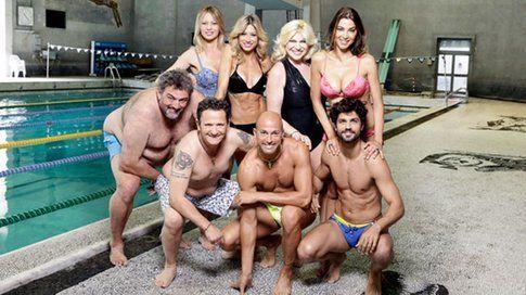 I concorrenti vip di Jump Stasera mi tuffo a bordo vasca. Basterebbe una spintina...Foto - Mediaset.it