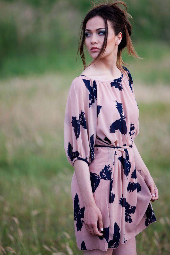 Dress cipria con stampa farfalle AngelEye London PH Ennio Tullo