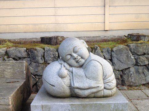 Statua vicino una panchina - Foto di Simona Forti