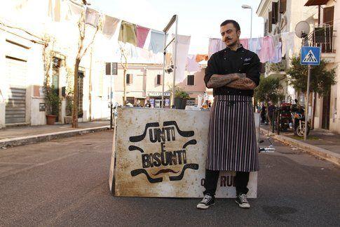 Chef Rubio in giro per l'Italia con il suo carretto per Unti e Bisunti