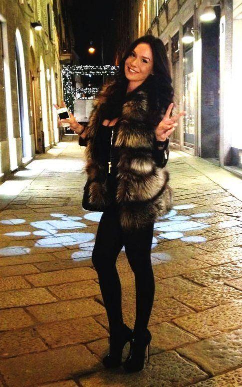 Nicole Minetti in un outfit pomeridiano