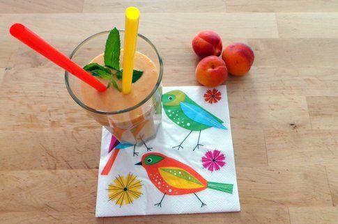 bicchiere con smoothie pronto per essere gustato