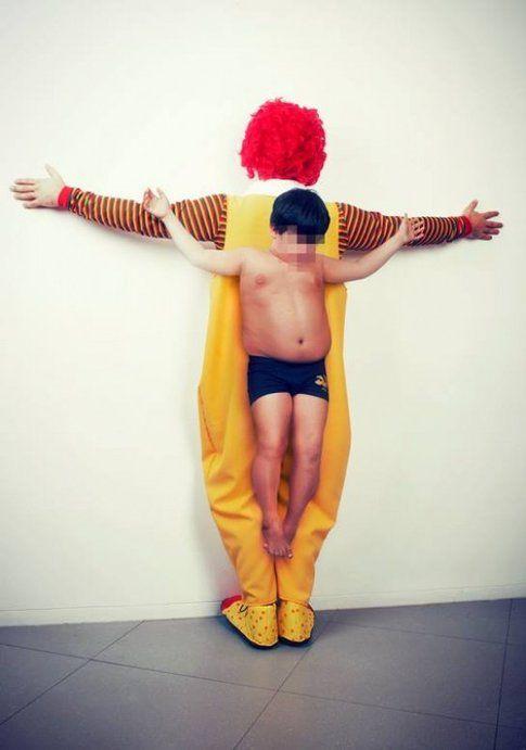 """McDonald's, """"Los Intocables"""" di Erik Ravelo"""