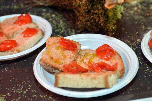 pane e pomodoro (credits photo: archivio del mercatino di maglie)