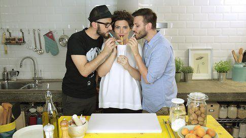 Riccardo e Stefano di GnamBox con Giulia nella loro cucina