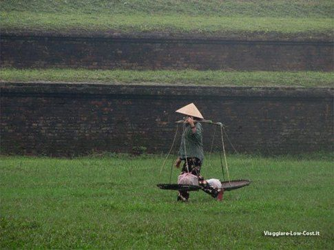 Lavoratrice nei campi