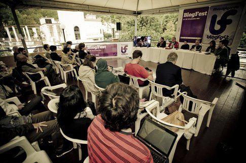 Un momento di incontro alla BlogFest 2012 - Foto di Eleonora Raggi