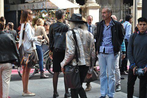 un outfit abbastanza eccentrico, ph Antonio Perfetto