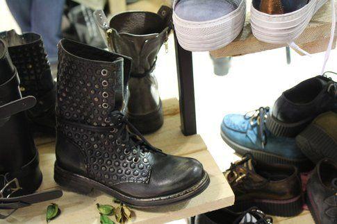 anfibio con borchie stampate, Dabliu Shoes