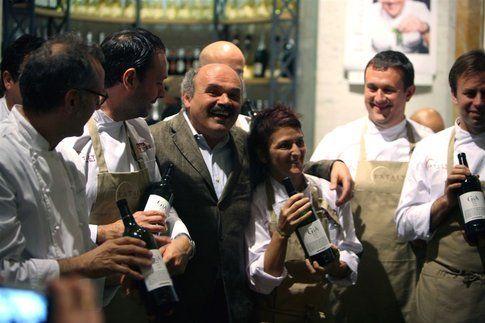 Oscar Farinetti tra gli Chef durante Identità Golose