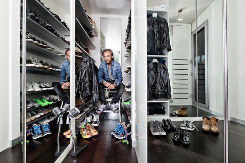 Albertino nel suo armadio - foto cartella stampa ufficiale Deejaynellaemadio