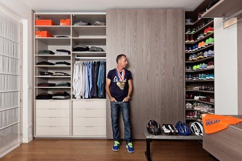 Linus nel suo armadio - foto cartella stampa ufficiale Deejaynellaemadio