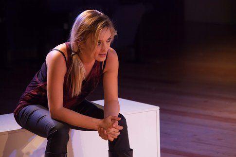 """Carolina Crescentini in """"Sette ore per farti innamorare"""" - foto cartella stampa ufficiale Teatro Golden"""
