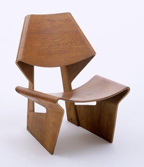 Designing Modern Women 1890–1990. The Museum of Modern Art, New York.