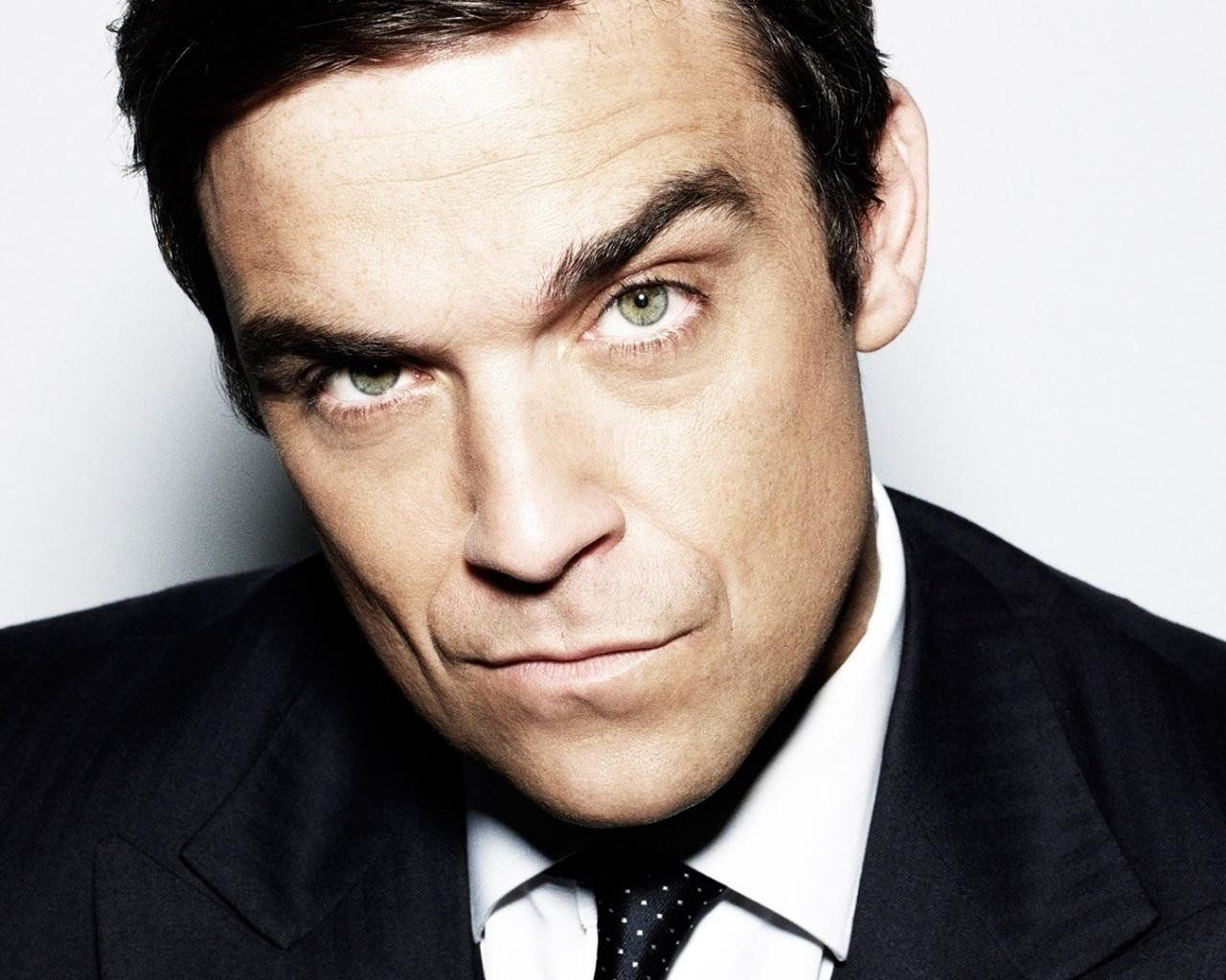 Robbie Williams, coming out: «Sono gay ma nel corpo di un etero»