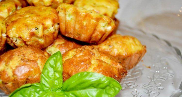 Preparare un brunch muffin salati con zucchine e feta for Preparare un brunch