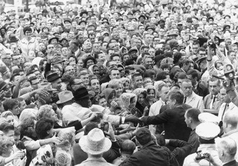 22 novembre 1963: Kennedy tra la folla - foto da John F. Kennedy Presidential Library and Museum